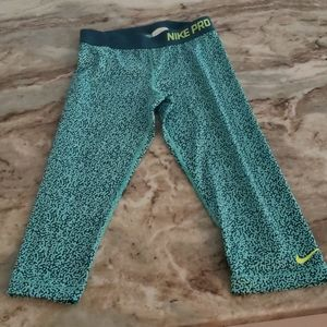 Nike Pro Workout Pants capri athletic yoga leopard